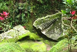 buddha ruins di goa gajah