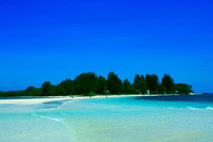 dodola island white sand beach