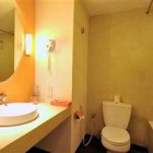 harris-resort-kuta-beach-bathroom