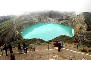beauty of kelimutu lake nusa tenggara timur