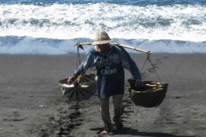 salt farmers kusamba beach bali